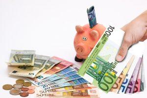 Piggy-bank-1047216 640-300x200 in Versicherungen, Strom und Gas-Tarife, DSL und Reisen im Vergleich